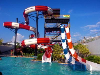 10-33-28-waterpark-jogja-balong